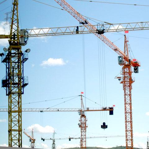 Башенные краны и строительные лифты компании Dahan представлены 9-ю сериями башенных кранов и более 20 моделями строительных лифтов и подъемников различных модификаций и характеристик